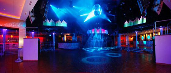 Disseny i instal·lació d'equips d'il·luminació en una discoteca